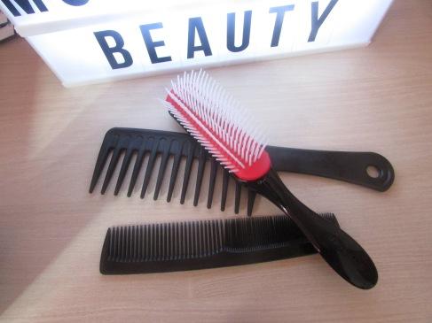 Brosse et peignes à cheveux