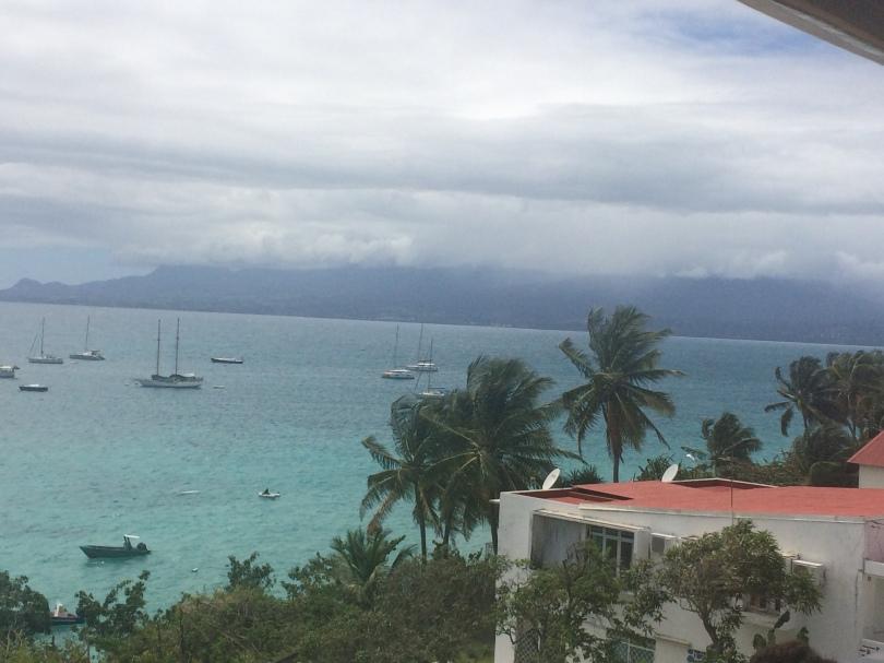 Vue sur Basse-Terre depuis la mairie du Gosier