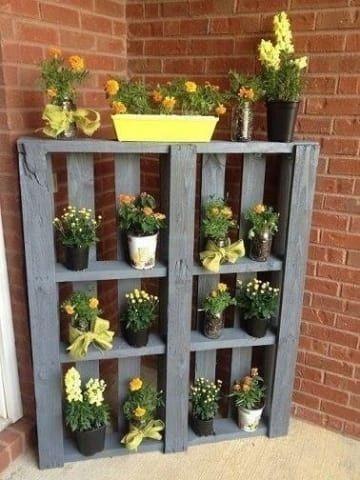 Support de fleurs en palettes