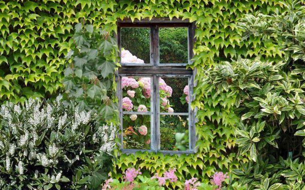 Osez la carte d'originalité avec le miroir à installer dans le jardin