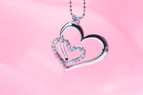 Offrir un bijou pour la fête des mères