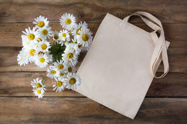 Un tote bag est un cadeau utile pour les petits budgets et ceux qui veulent faire simple