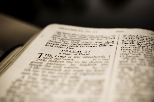 Lire les saintes écritures