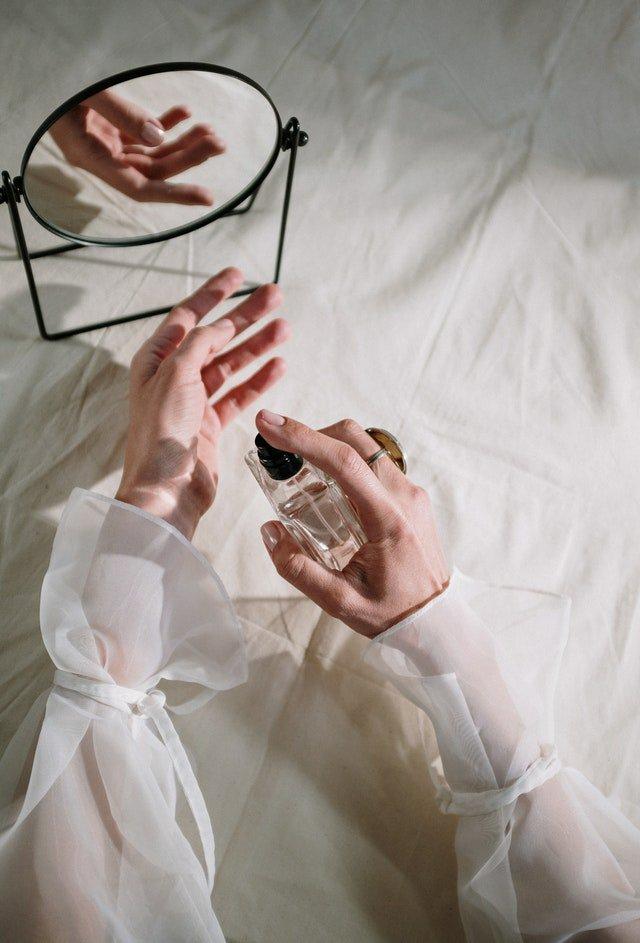 Mettre du parfum accélère le phénomène d'oxydation